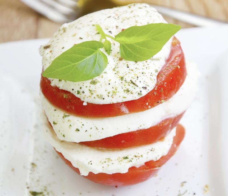Бургер с помидором