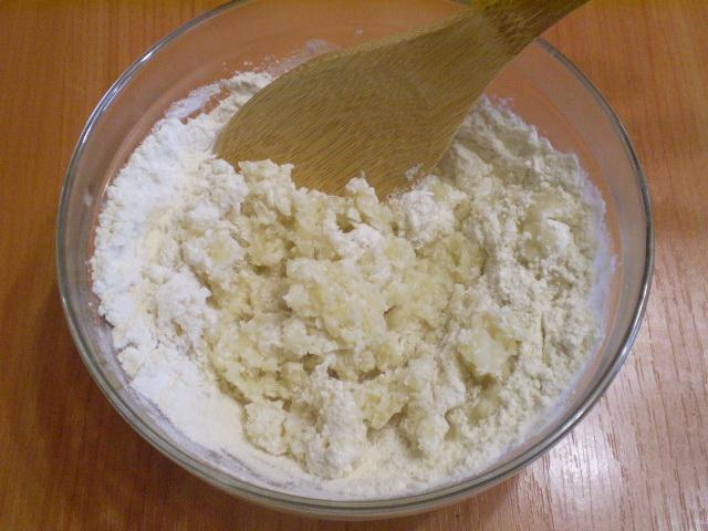 Заварное тесто для вкусных вареников - фото шаг 3