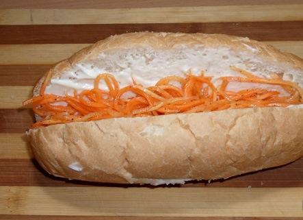 Хот-дог с корейской морковкой - фото шаг 3