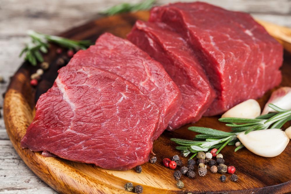 Нарезанное красное мясо