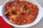 Курица, тушеная в томатном соусе