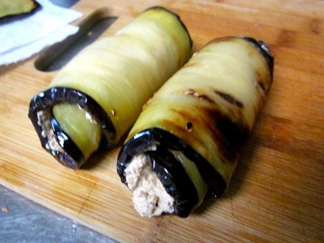 рецепт баклажаны рулетики с сыром и чесноком и помидорами в духовке