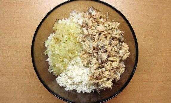 Пирожки с рисом и рыбой - фото шаг 8