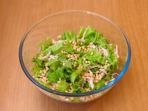Салат с курицей и кедровыми орешками - фото шаг 4