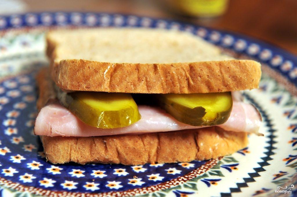 Бутерброд с солеными огурцами