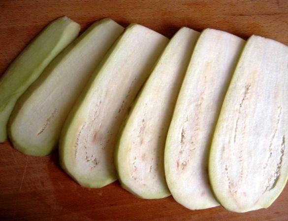 Рулеты из баклажанов с помидорами - фото шаг 1