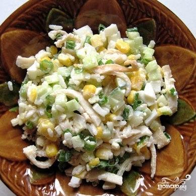 Салат с кальмарами и кукурузой - фото шаг 11