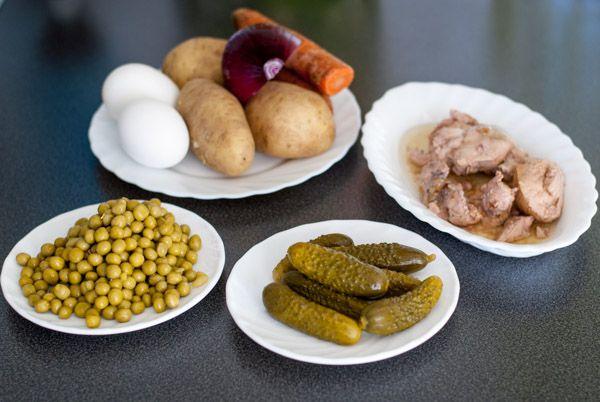 Рецепт Простой салат с печенью трески
