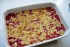 Десерт из клубники и ревеня