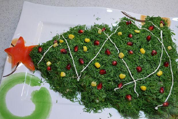 Салат в виде елки - фото шаг 5