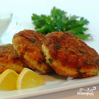 Биточки из лосося с картофелем и зеленью - фото шаг 6
