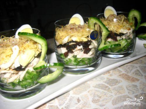 Рецепт Салат-коктейль с курицей и черносливом