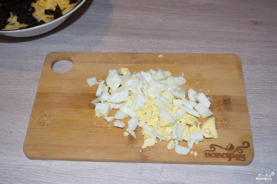 Салат с курицей и черносливом - фото шаг 5
