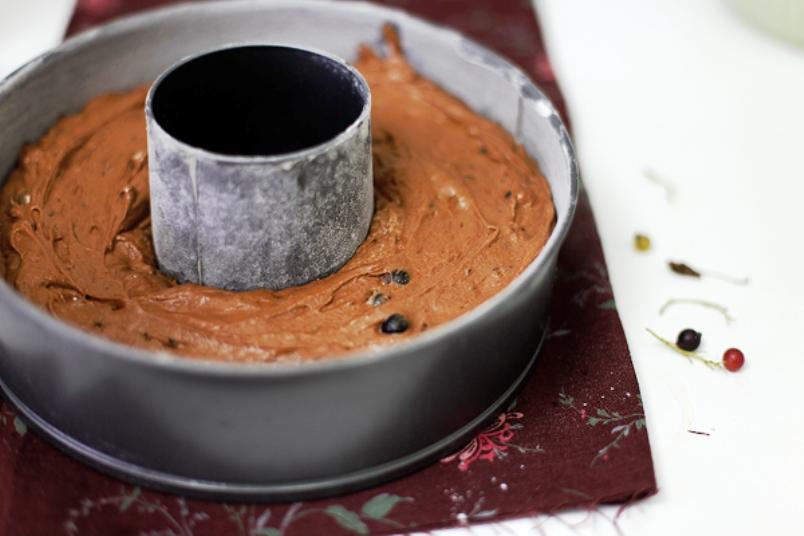 Шоколадный кекс со смородиной - фото шаг 5