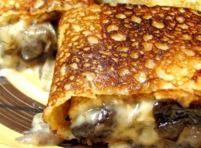 Вкусные блинчики с грибами и сыром - фото шаг 8