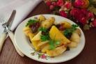 Картофель в духовке с белыми грибами и беконом