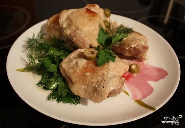 Куриные бедра, тушеные в сметане