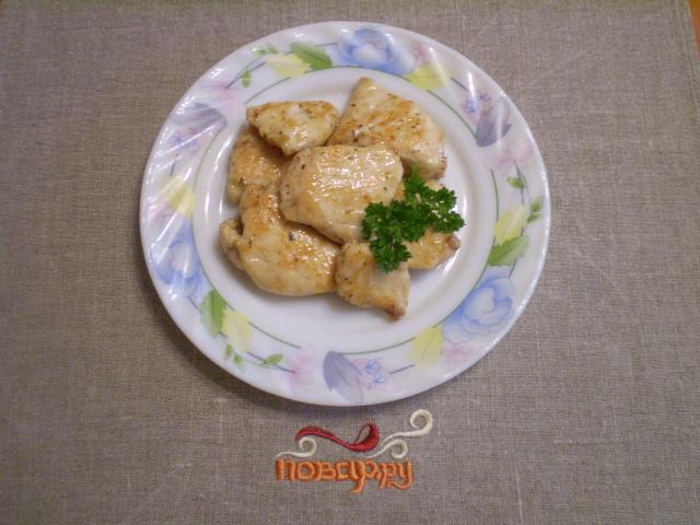 Куриная грудка кусочками на сковороде - фото шаг 7