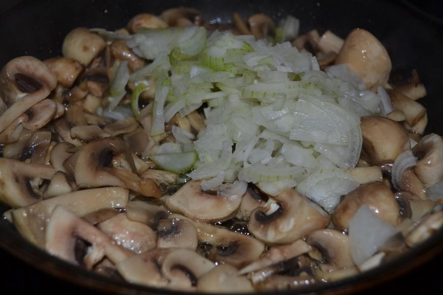 Грибное рагу с картофельными лепешками - фото шаг 4