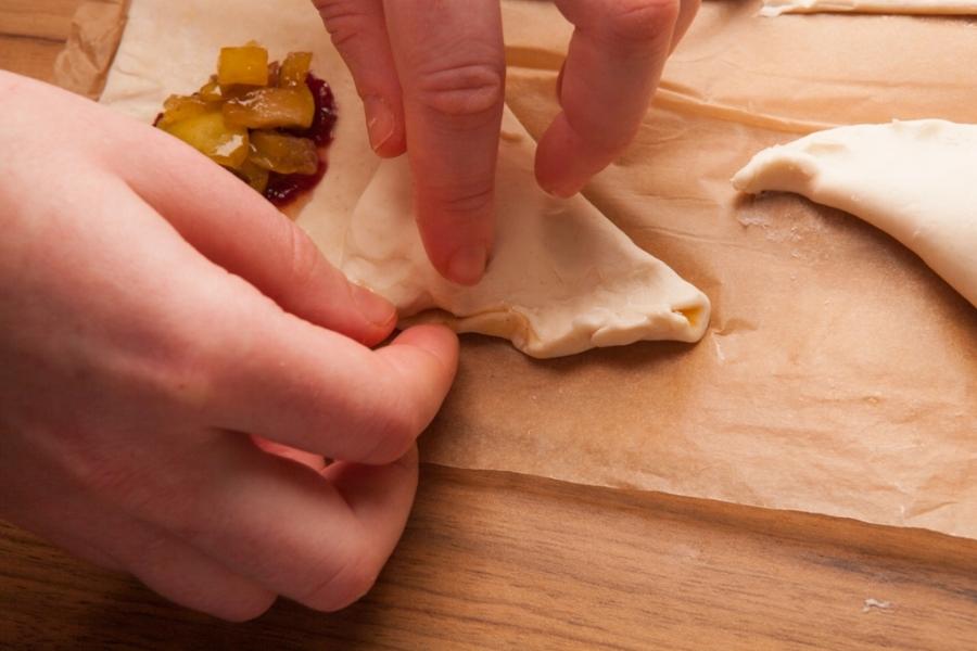 Пирожки в духовке сладкие - фото шаг 5