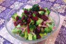 Салат из брокколи с вяленой клюквой