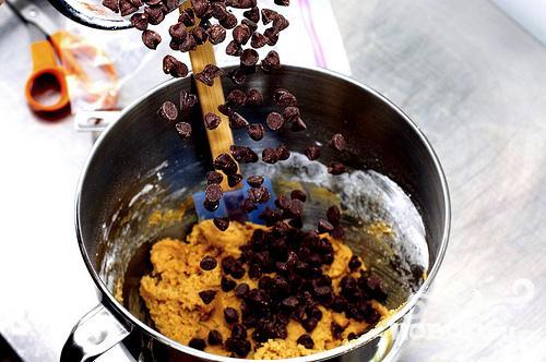 Печенье с кусочками шоколада - фото шаг 1