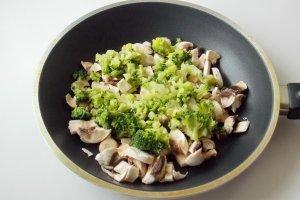 Зразы с фаршем и грибами - фото шаг 3