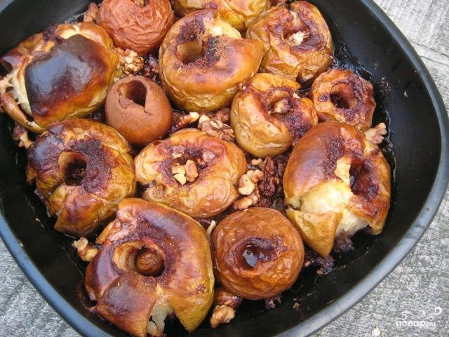 Запеченные яблоки с орехами - фото шаг 4