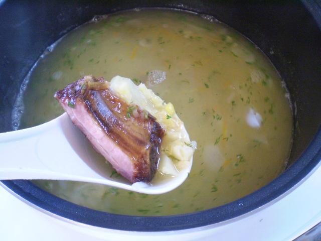 Гороховый суп с копченостями в мультиварке - фото шаг 8