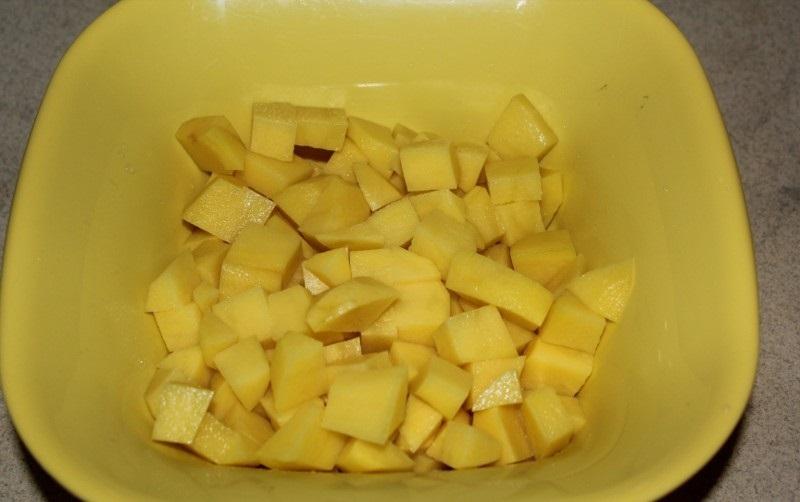 Суп с колбасой и яйцом - фото шаг 1