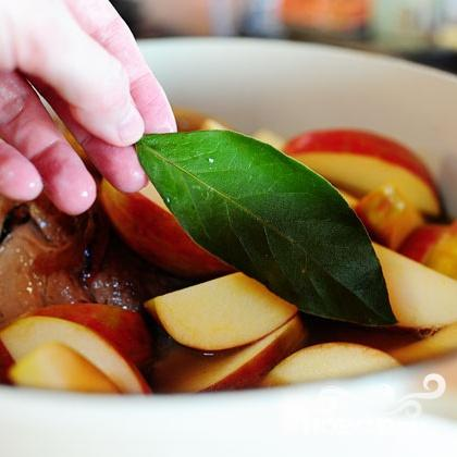 Свинина с яблоками, луком и диким рисом - фото шаг 3