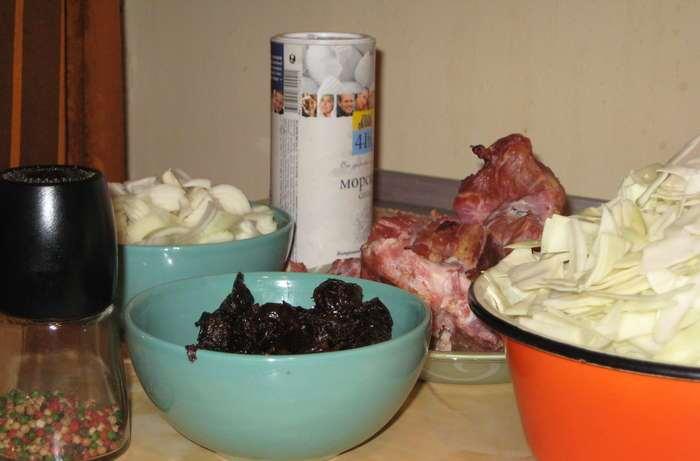Рецепт Капуста тушеная с копчеными ребрышками