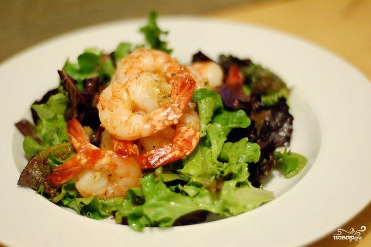 Рецепт Салат с зеленью и креветками