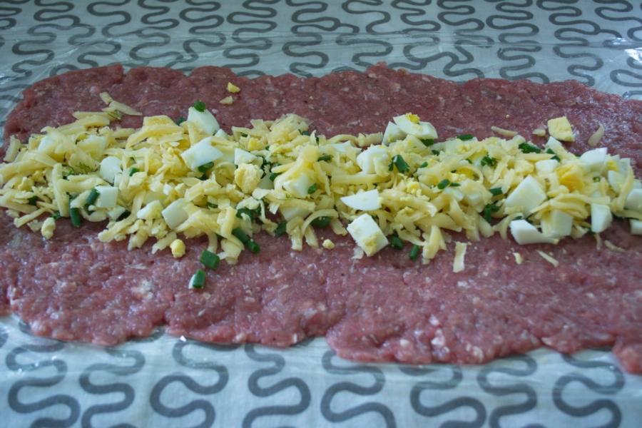 Сырно-мясной рулет - фото шаг 5