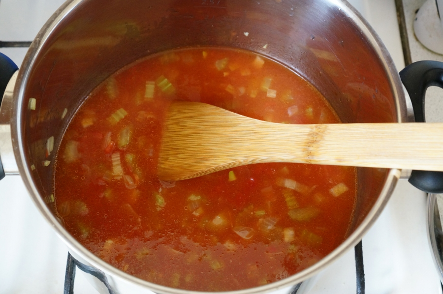 Томатный суп с рыбой - фото шаг 9