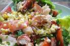 Салат из омаров, кукурузы и помидоров