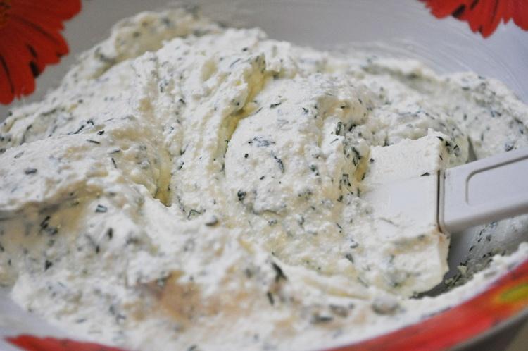 Тонкие лепешки с зеленью - фото шаг 6