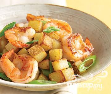 Рецепт Креветки с луком и картофелем