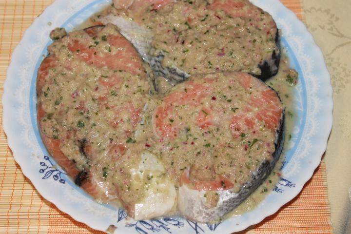 Имбирный лосось с манго-гриль и брусничным соусом - фото шаг 2