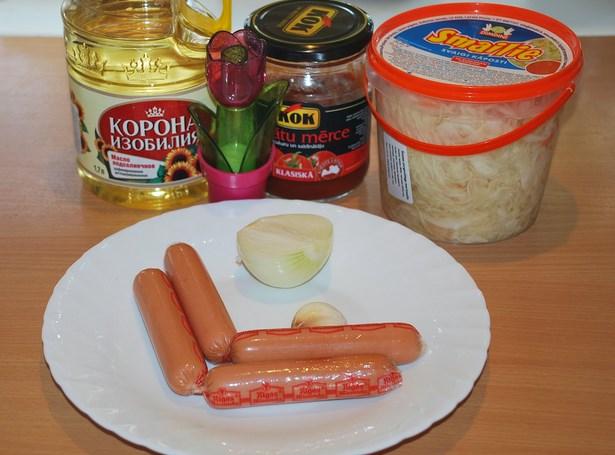 Рецепт Тушеная капуста с сосиской в мультиварке