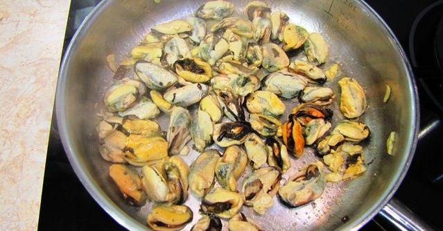 Рецепт Паста с мидиями в томатном соусе