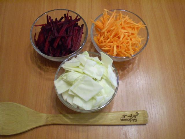 Маринованная капуста со свеклой и морковью - фото шаг 2