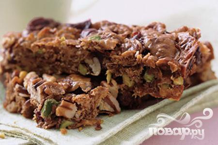 Рецепт Пирожные с вишней, орехами и фисташками