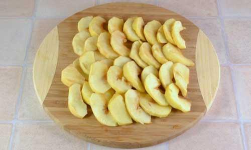 Шарлотка с яблоками открытая - фото шаг 6