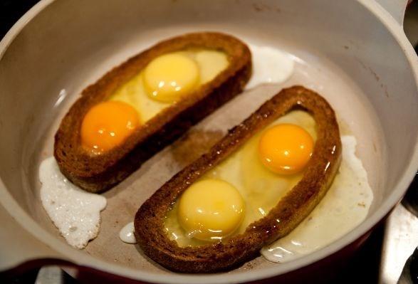 Гренки с яйцом и сыром - фото шаг 5