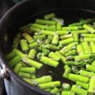 Рецепт Феттучини со спаржей, зеленым горошком и ветчиной