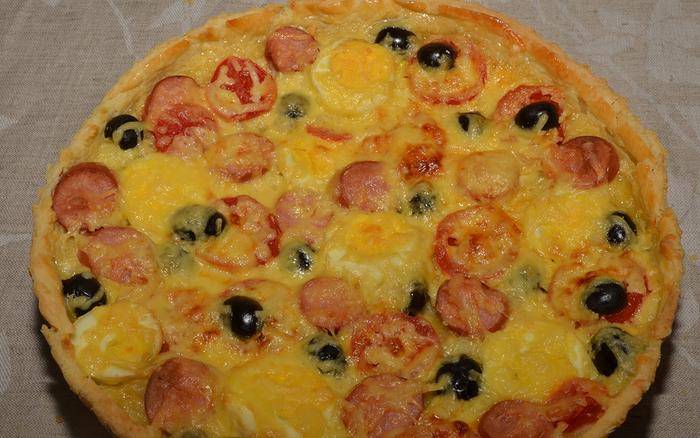 Пицца с сосиской и помидорами - фото шаг 10
