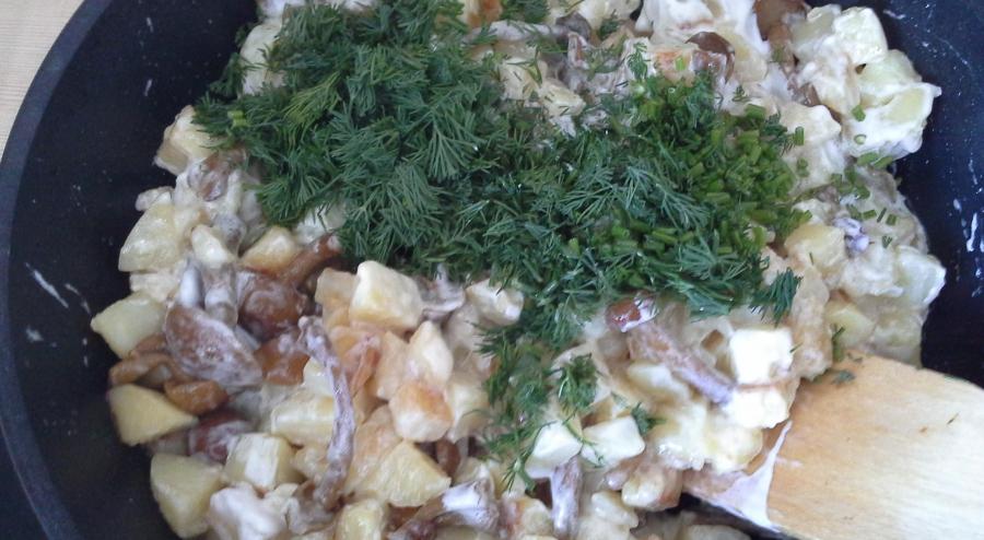 Жареная картошка с маринованными грибами - фото шаг 7