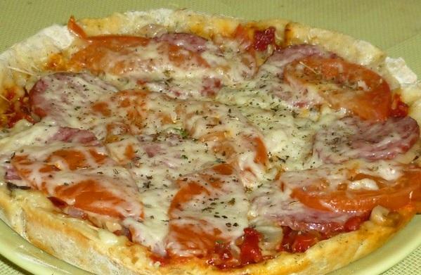 Макароны с помидорами и колбасой в молоке