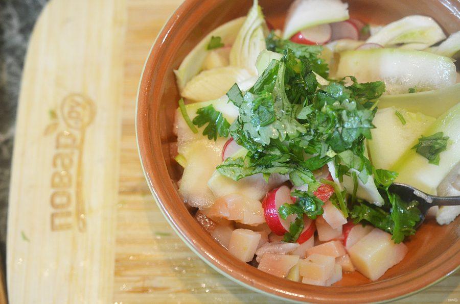 Салат из цуккини, фенхеля и редиса